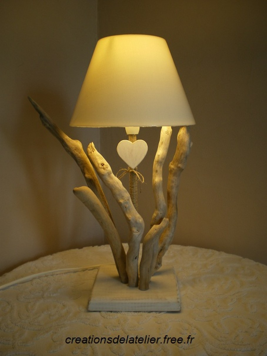 Invit e tr s nature de notre march cr atif les for Lampe en bois flotte creation