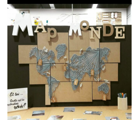 Map Monde en string art