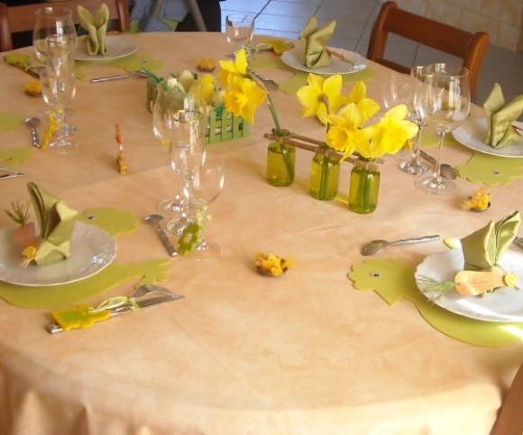 Ma table jaune et verte de Pâques
