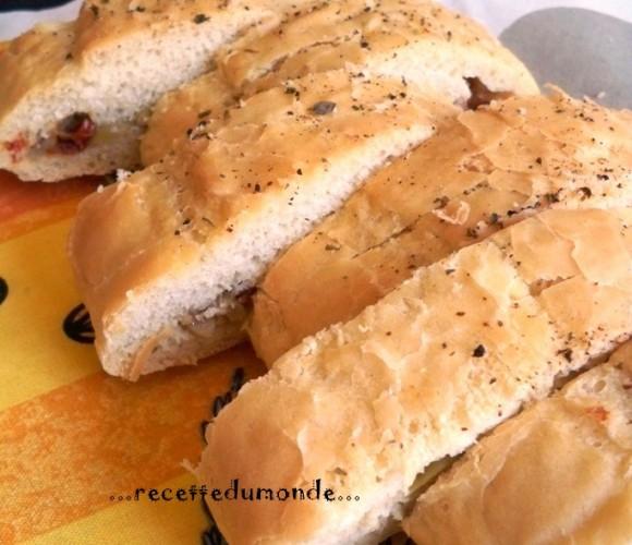 Fougasse -confiture d'oignons au miel – olive et tomate seches !!!