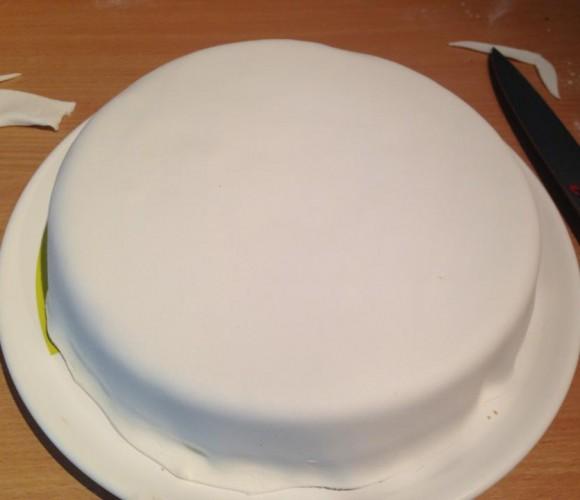 gâteaux aux trois chocolats et décors en pâte a sucre …. PARCE QUE TOULON