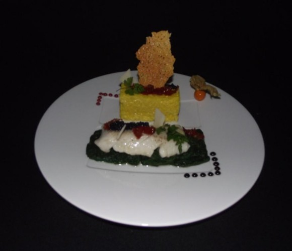 Un plat: pavé de cabillaud riz safrané