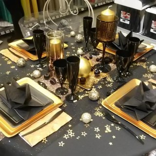 Chic et class en or et noir la table ph m re des - Decoration table reveillon jour de l an ...