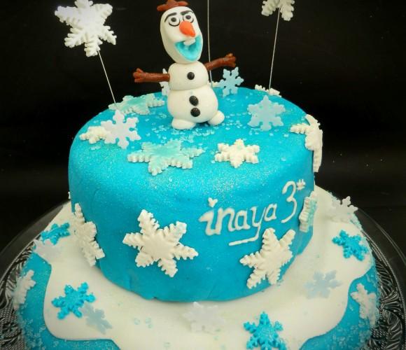 Gâteau Olaf de la reine des neiges en pâte d'amande