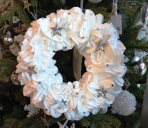 Détournons ensemble des disques démaquillants en couronne de Noël !