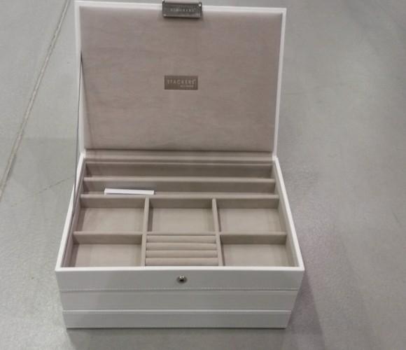 J'ai choisi une boîte à bijoux à composer pour ma belle-soeur