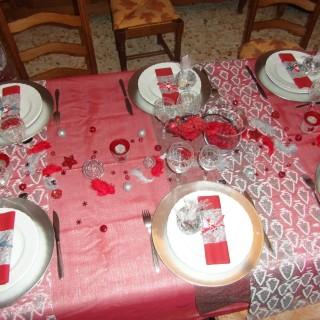Table rouge et argent