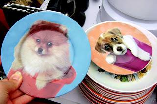 Cette année, vous n'allez pas ENCORE  recevoir la famille avec cette vieille vaisselle?