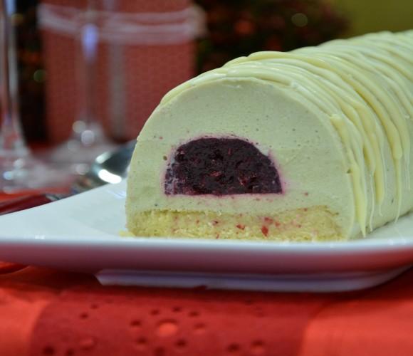 Bûche de Noël: bavaroise au thé matcha et griottes