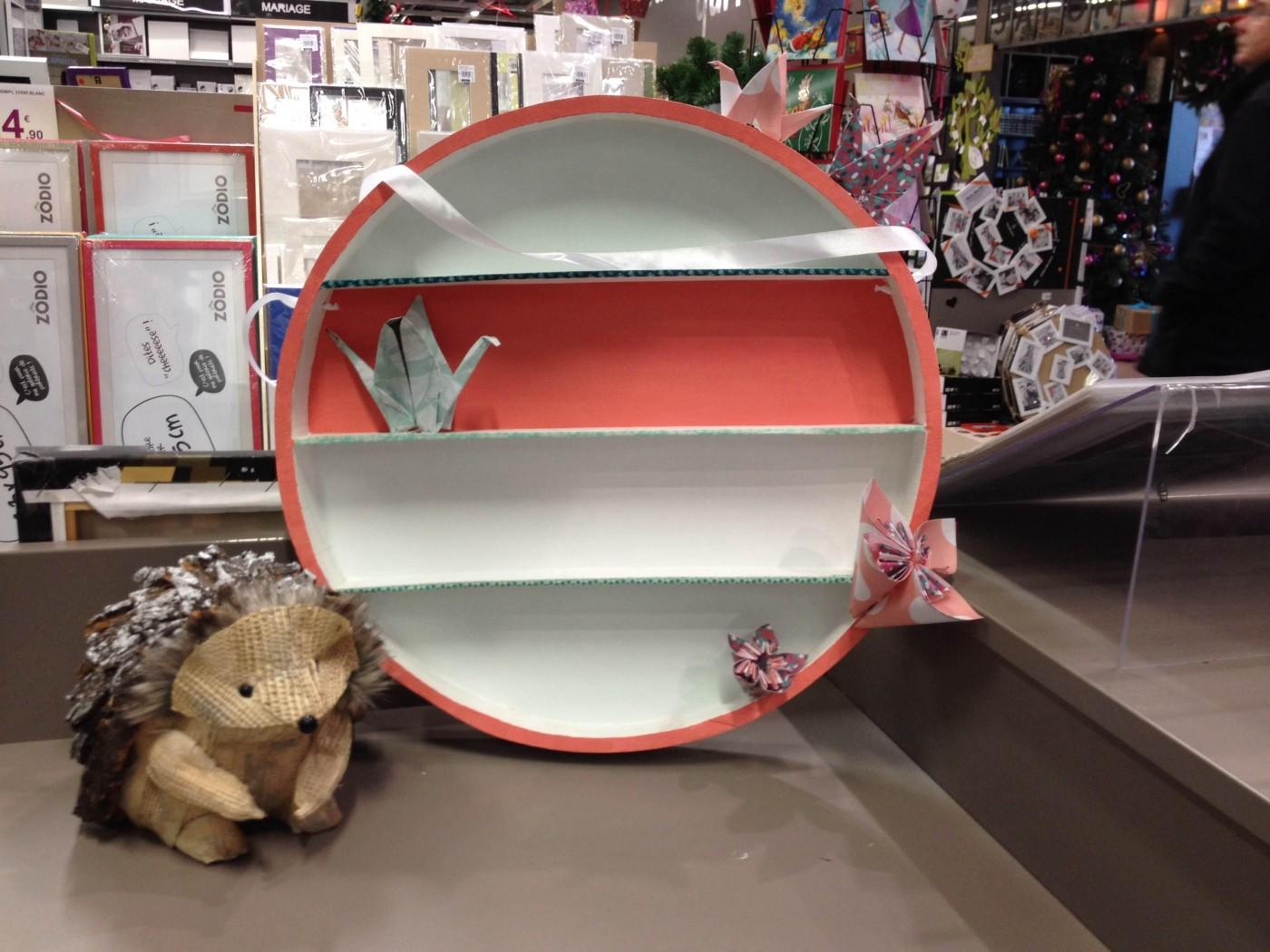 l on customise notre nouvelle tag re ronde en bois brut blog z dio. Black Bedroom Furniture Sets. Home Design Ideas