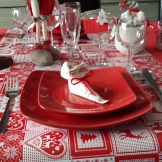 Table de no l traditionnelle blog z dio for Porte nom de table noel