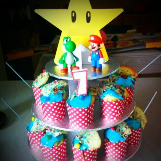 pyramide cupcake anniversaire th me mario bros blog z dio. Black Bedroom Furniture Sets. Home Design Ideas