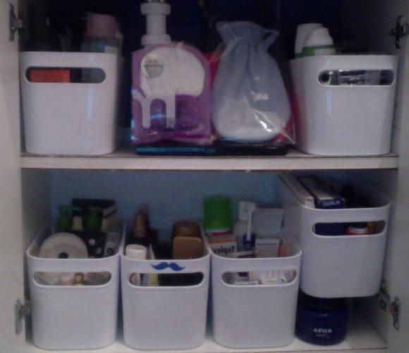Comment ranger son petit placard de salles de bain quand on a beaucoup de produits de beauté ?