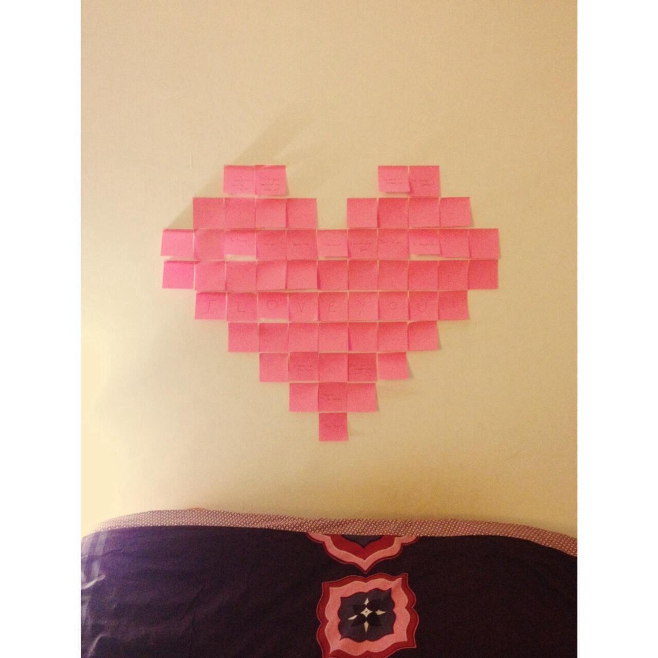 Détournons ensemble ... Des post-it en deco murale pour votre saint-Valentin !