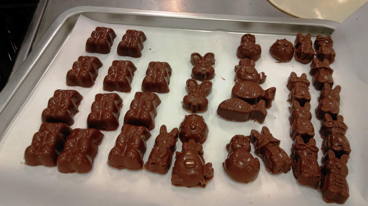 Comment Faire Ses Petits Chocolats Fourres Au Chocolat Blanc Et