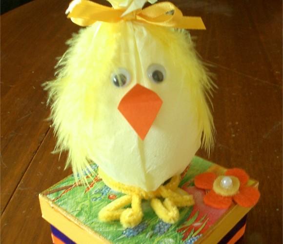 Réalisez vous même vos boîtes de chocolat pour Pâques.