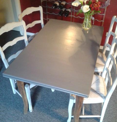 Vieille table cherche nouvelle vie