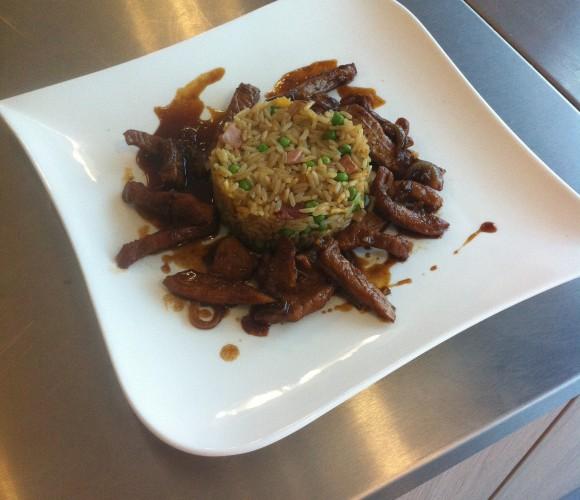 J'ai testé pour vous un Midi express….Porc caramel et son riz cantonais (Super par cette chaleur !)