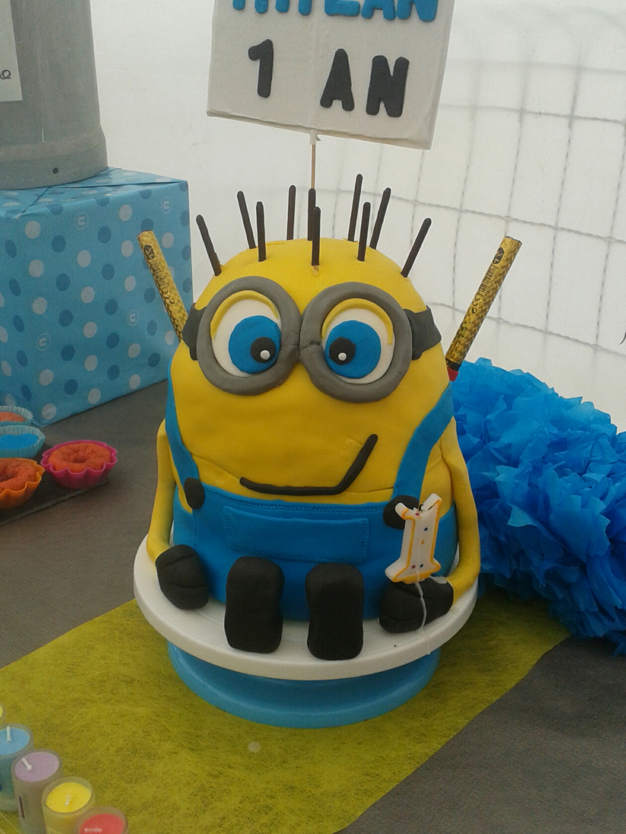 Mon 1er gâteau en pâte à sucre thème