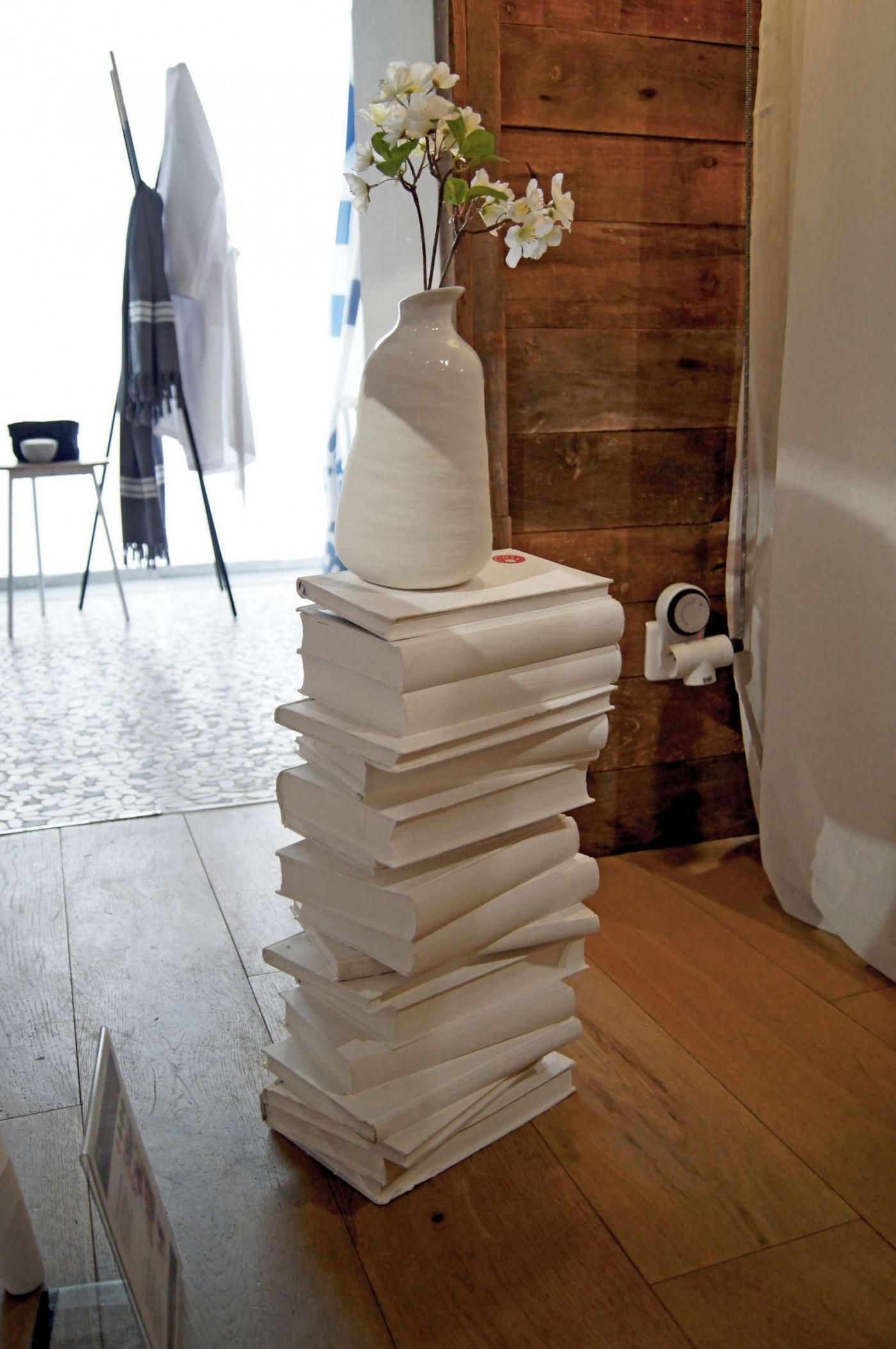l 39 astuce d co de sophie ma table de nuit cr ative en livre blog z dio. Black Bedroom Furniture Sets. Home Design Ideas