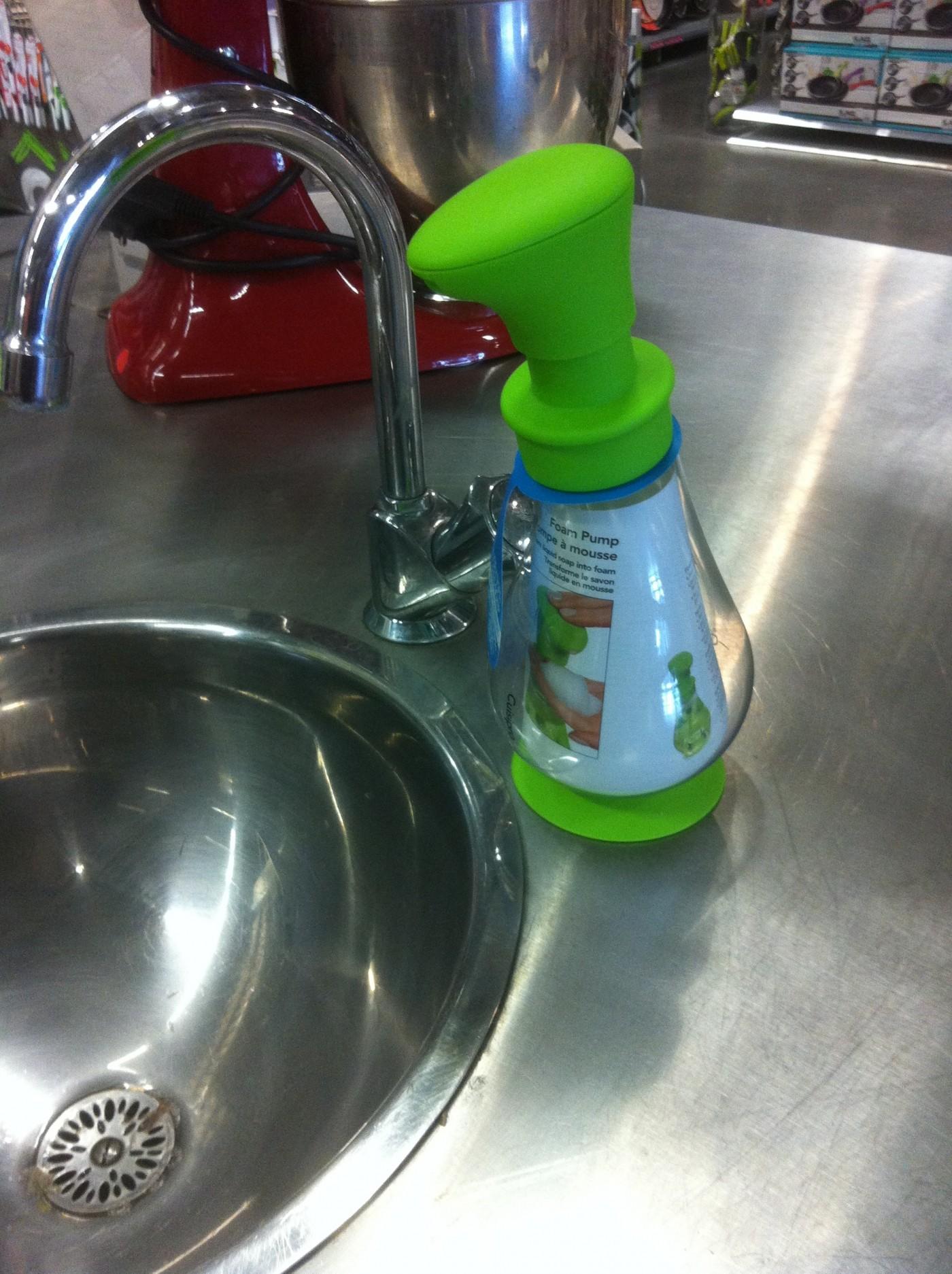 J'ai testé pour vous le distributeur savon vert ventouse 390mL de Cuisipro