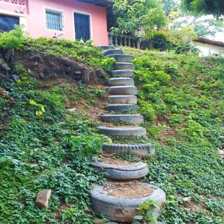 Recyclage de divers objets Pneu-escalier-320x320