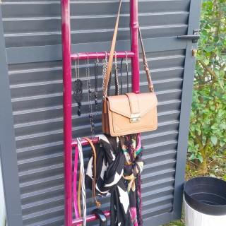 porte bijoux, sac, parapluie, foulard, ceinture, collier etc...