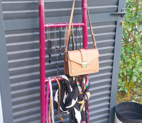 porte bijoux, sac, parapluie, foulard, ceinture, collier etc…