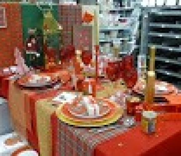 TABLE DE NOËL « BRITISH »……ROUGE, OR & TRADITION…..