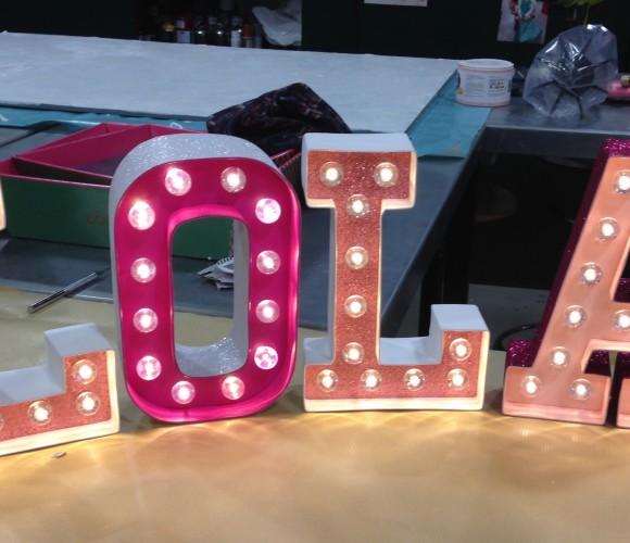 J'ai choisi de réaliser pour ma filleule son prénom en lettres lumineuses