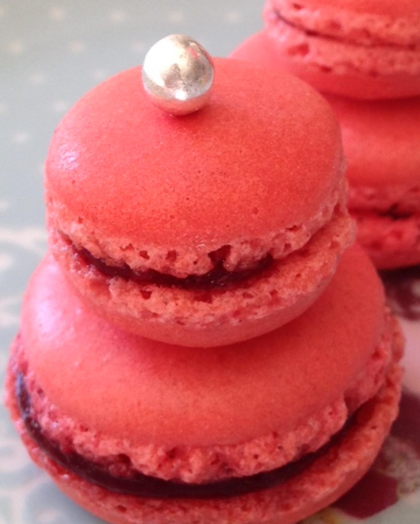 Macaron religieuse rose framboise
