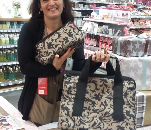J'ai choisi pour ma maman le sac de voyage Reisenthel avec la trousse de toilette assorti !