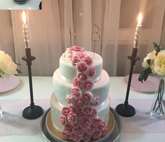 Cake design cascade de roses