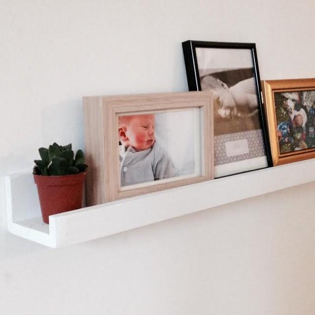 j 39 ai test pour vous la tablette murale en bois pour cadres et objets d coratifs blog z dio. Black Bedroom Furniture Sets. Home Design Ideas