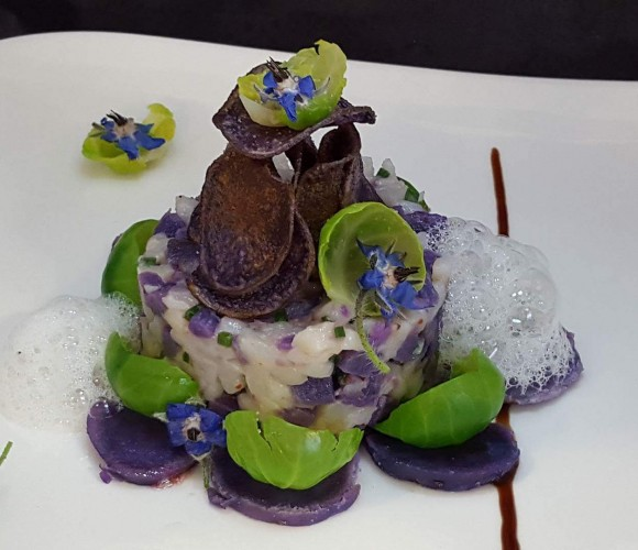 Midi Prestige : Tarte de Saint Jacques, au topinambours, vitelotte et huile de noisette, sel à la truffe