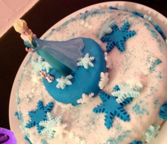 Le gâteau De la Reine des Neiges, le dessert des Princesses