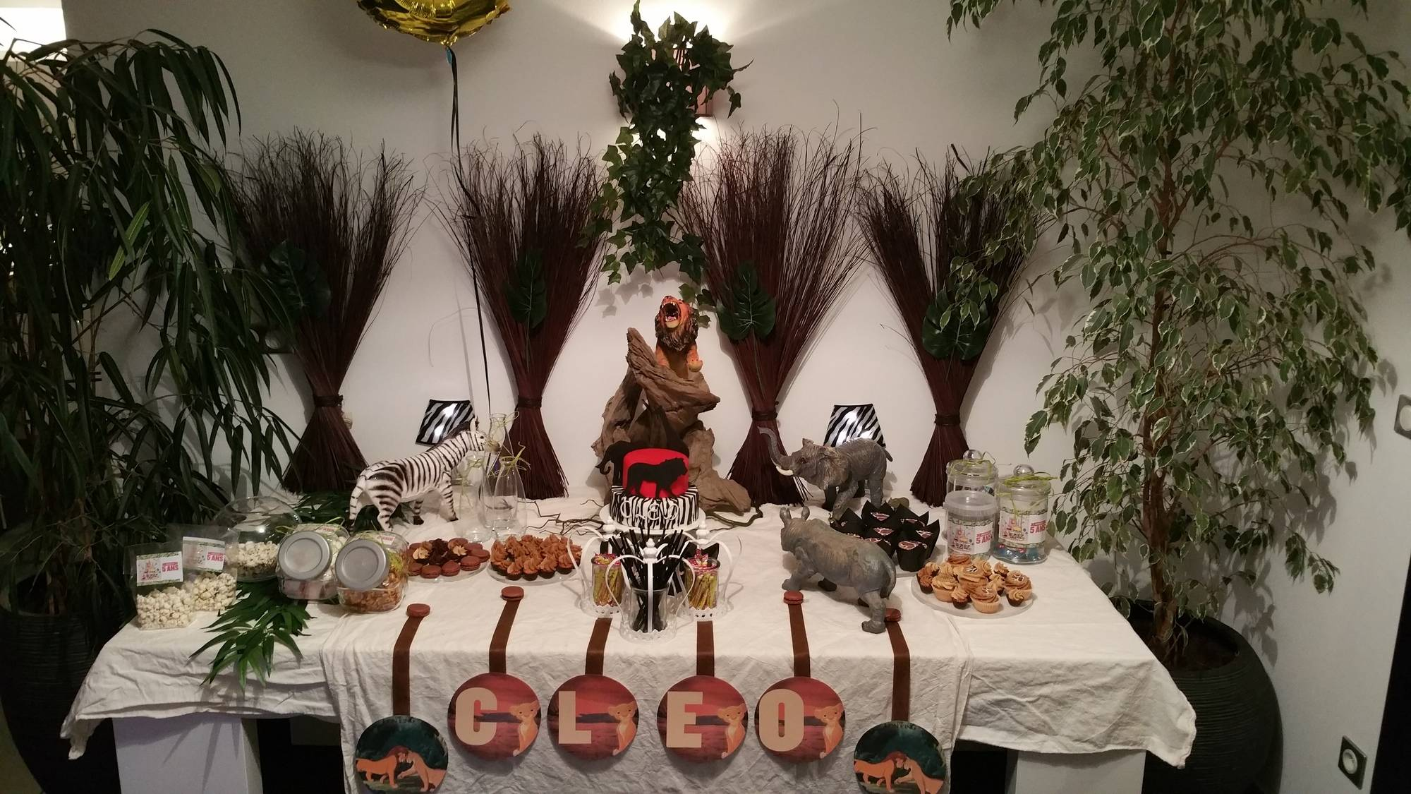 Sweet table au th me du roi lion ou de la savane blog z dio for Les lions du meuble