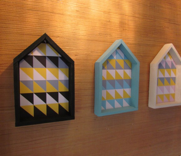 Egayer une entrée avec des maisons colorées et personnalisées
