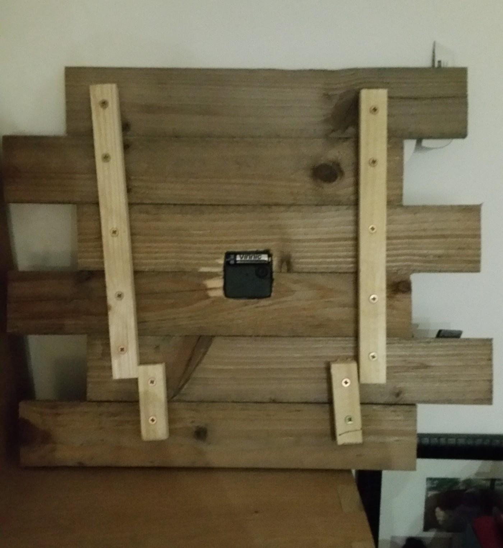 horloge en bois de palette blog z dio. Black Bedroom Furniture Sets. Home Design Ideas
