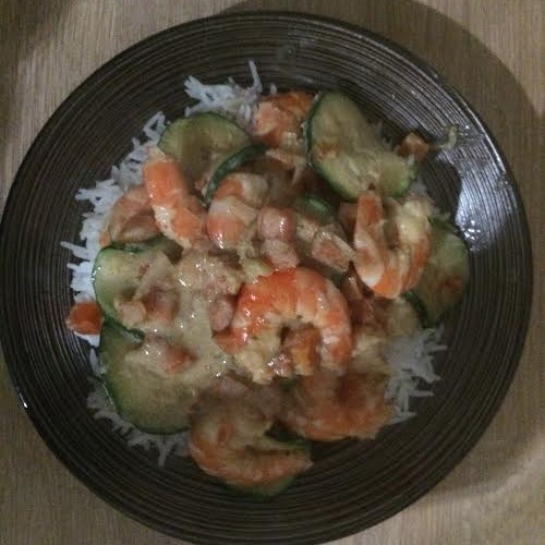 Riz aux crevettes et petits légumes, sauce au lait de coco