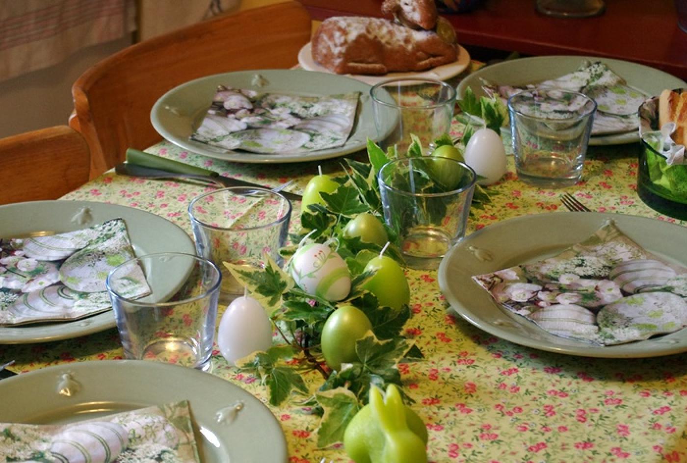 Une table de pâques aux couleurs du printemps