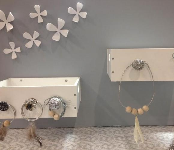 boite à bijoux avec un tiroir en bois ;)