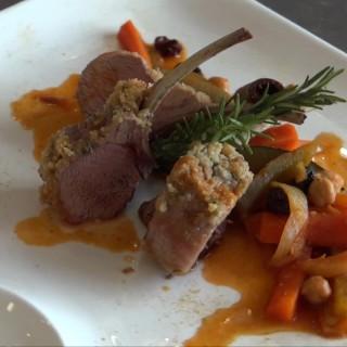 Une recette sympa pour Pâques : le carré d'agneau en croûte d'amande