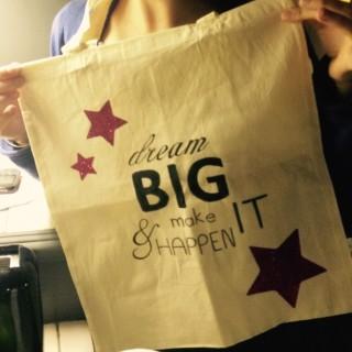 Nouveau rendez-vous à l'atelier créatif de Chambourcy ! Customisez un tote bag et venez découvrir ma technique pour un message original et soigné, l'appliqué machine ou motifs thermocollants.