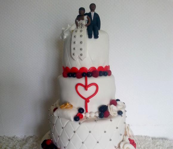 Wedding cake aux fruits rouges et à la crème mousseline tonka