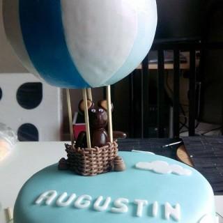 Gâteau à l'ananas et muffins chocolat individuels sur le thème mongolfière !