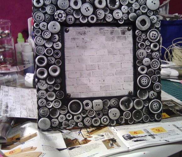 cadre boutons ,réalisé sur toile Zodio 30×30