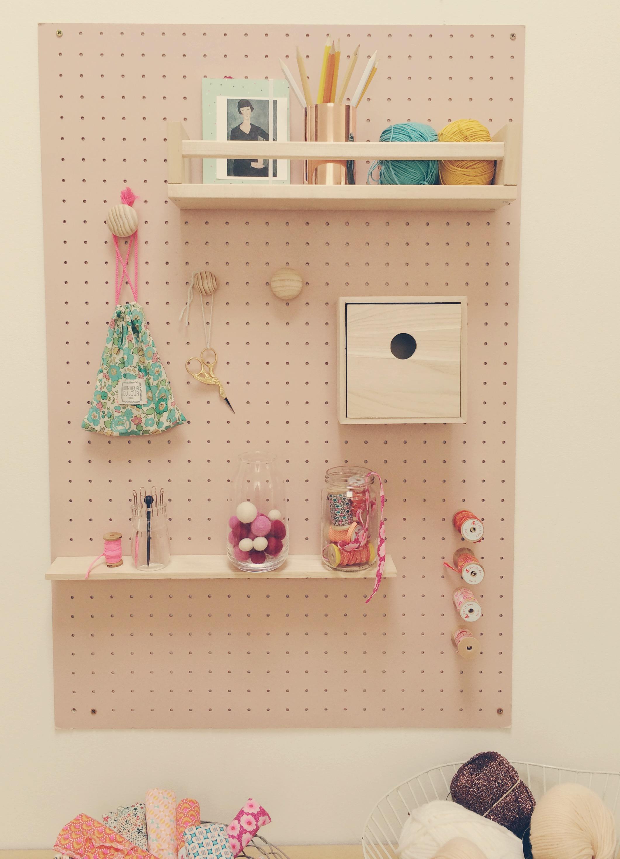 isorel perfore faire une cloison amovible avec fabriquer. Black Bedroom Furniture Sets. Home Design Ideas