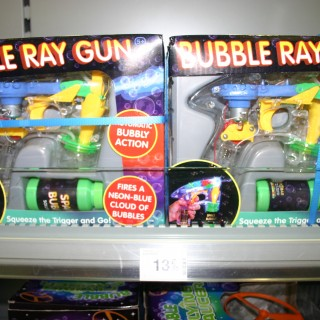 """J'ai testé pour vous le Pistolet à bulles """"Bubble Ray Gun"""""""