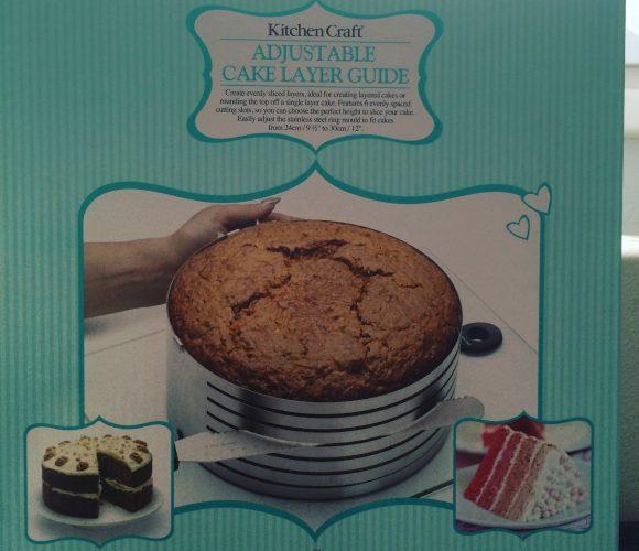 J'ai testé pour vous le guide coupe gâteau en couches réglable